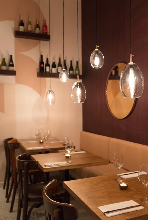 Direction artistique, aménagement d'espace, décoration et conception graphique pour le bar de dégustation de vins et fromages Les Petits Crus.